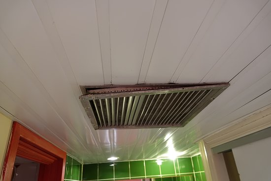 Barcelo Solymar: The vent grille in the bathroom