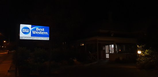 Best Western Hamilton Lakeside Motel   main road signage