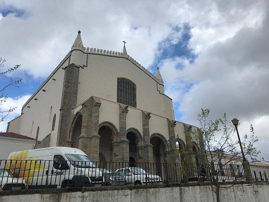 Igreja mais recente, ao lado da capela dos ossos, Évora. Muito top o estilo. Valeu pela visita!!!