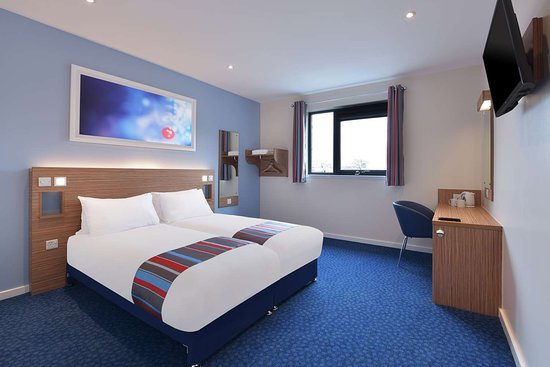 Travelodge Sunbury M3 Hotel: Accessible Room