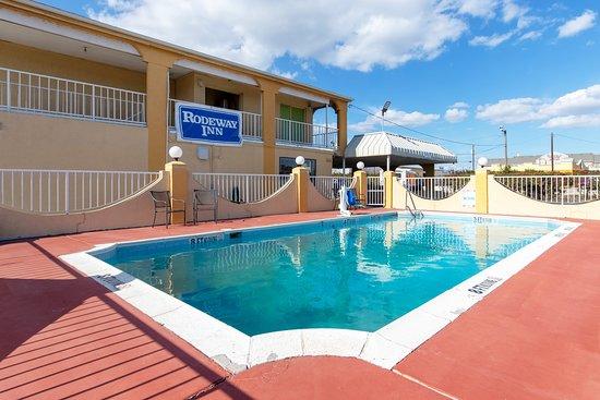 Pool - Picture of Rodeway Inn Waco North I-35, Bellmead - Tripadvisor