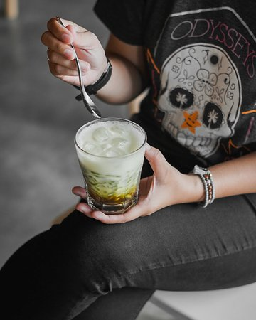 Total contradictive, edgy and sweet :). Have you tried our Indonesian traditional Es Cendol? its soothing and sweet flavor will brings new pleasant experience to your palate. Come and have a glass! ✨😊💚 .     #Tokomonobali #tokomono #Balieats #playboxbali #kutaeats  Tokomono Cafe Kuta