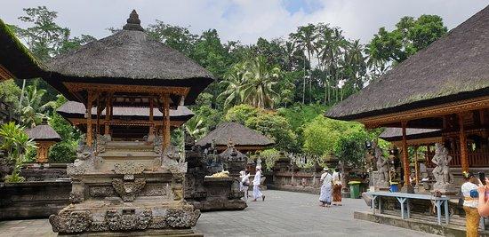 Le meilleur de la visite d'Ubud avec sa balançoire dans la jungle: Tirta Empul Water Temple.