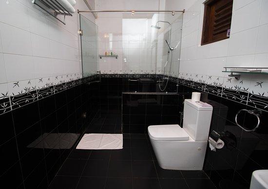 Deluxe Room Toilets