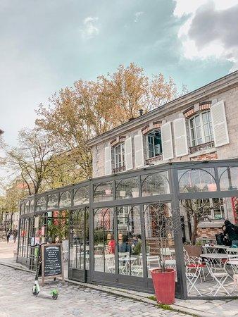 Le Pavillon des Canaux: The outside