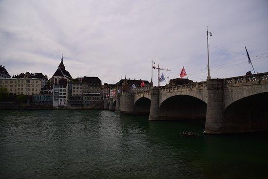 Rheinufer Basel: rhin