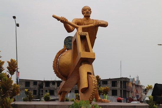 Goma, République démocratique du Congo : The monment which is a clear representation of Coma city (front)