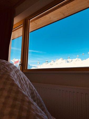 Tschagguns, Αυστρία: Blick aus unserem Familienzimmer auf das Skigebiet Golm.
