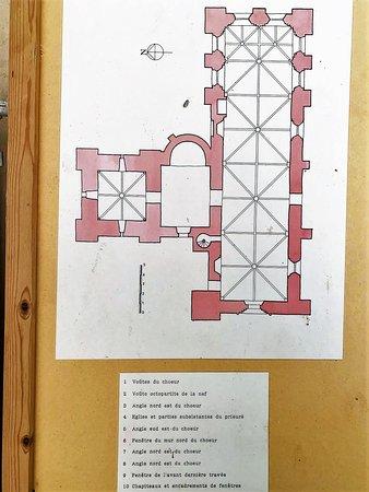 Un bel endroit et une association active L'édifice est impressionnant, et si différentes campagnes de construction apparaissent, l'ensemble est très cohérent. Un clocher en grès du 12ème accolé à une nef en tuffeau du 13ème, ce n'est pas si courant.