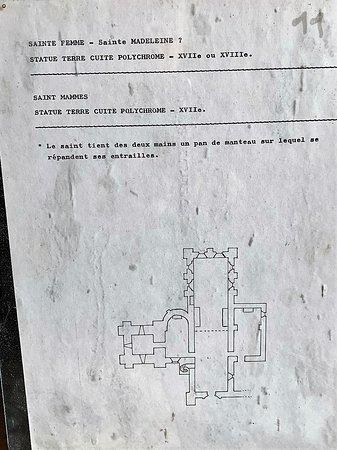 Chateau-l'Hermitage, Francia: Un bel endroit et une association active L'édifice est impressionnant, et si différentes campagnes de construction apparaissent, l'ensemble est très cohérent. Un clocher en grès du 12ème accolé à une nef en tuffeau du 13ème, ce n'est pas si courant.