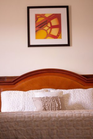 Lilongwe, Malaui: A double bed in an executive room.(Salima Room)