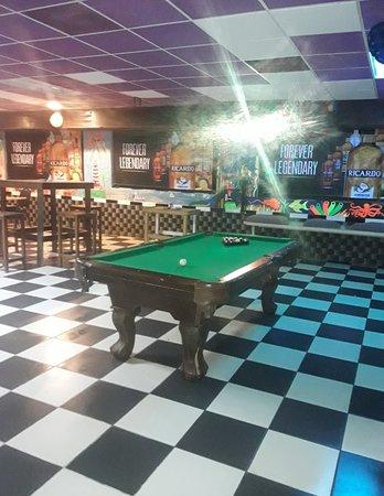 Eleuthera: Open pool table