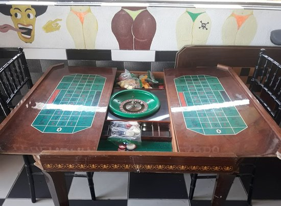 Eleuthera: Roulette game table