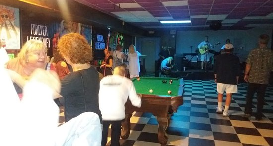 Eleuthera: Open mic night every Tuesday and Friday