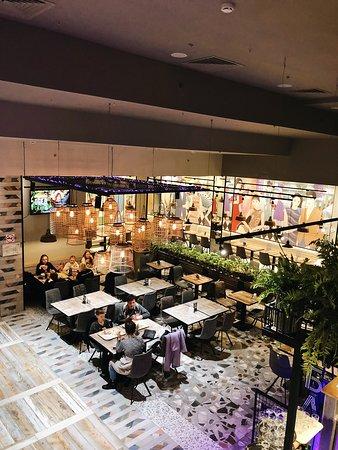 В нашей сети работает зона открытой кухни и раздачи фри-фло, кафе-кондитерская и бар.