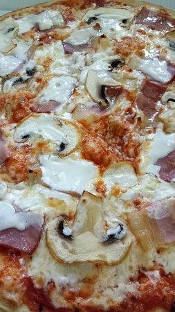 Pizza com natas, cogumelos e Bacon