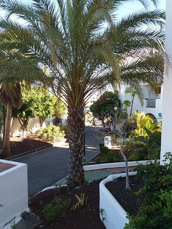 Chemin d'accès dans le complexe hôtelier