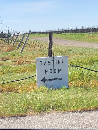 Kiona Vineyards and Winery: sign