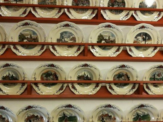Casa Oberrichter: Parte di una bella raccolta di piatti decorati