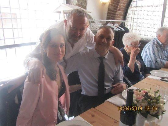 """Il grande Chef Nino Palmieri, al nostro tavolo, mentre ci ospita nella sua """"Casa di Nino"""" a Genzano di Roma. Top tra i top."""