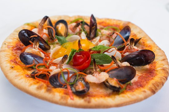 The Lighthouse Restaurant: SEAFOOD PIZZA