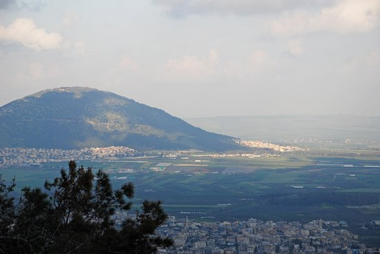 Mt. Tabor is visible in the middle of the valley.
