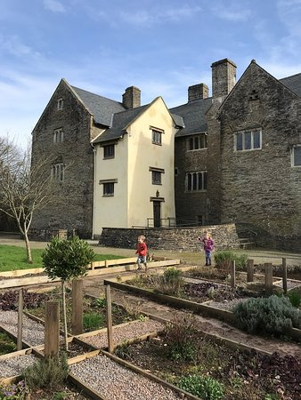 Step back in time to 1645 at this Welsh Fortified Manor where the household servants guide you around how life was in the 17th century - Read more in my article on the blog https://www.heatheronhertravels.com/things-to-do-in-south-wales-the-valleys/