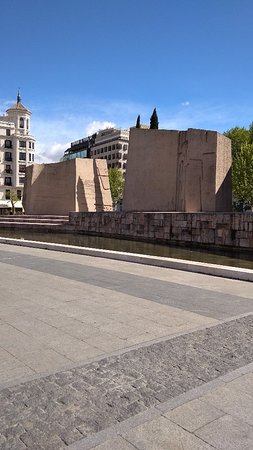 Monument to the European discovery of Americas
