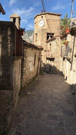 San Lorenzo Bellizzi, إيطاليا: Campanile Medievale presso San Lorenzo Bellizzi, (CS), borgo montano situato nel Parco Nazionale del Pollino con circa seicento abitanti