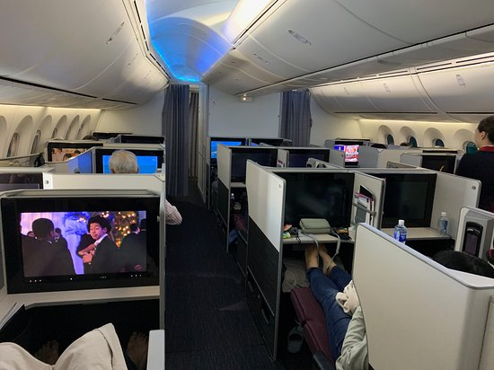 Japan Airlines (JAL): JAL Business Class cabin (Tokyo-Seattle) 01
