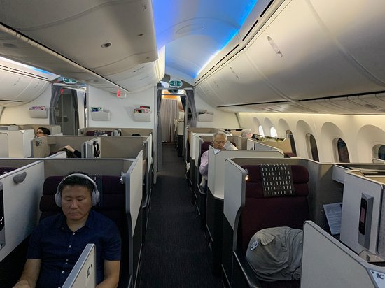 Japan Airlines (JAL): JAL Business Class cabin (Tokyo-Seattle) 02