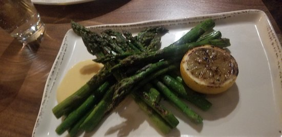 Walla Walla Steak Company: Great seasonal asparagus with hollandaise sauce!