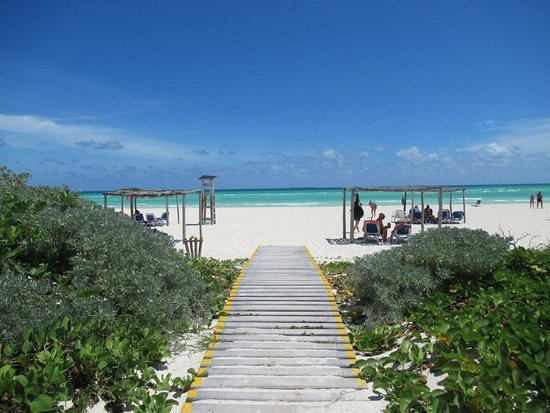 The dock leading to THE beach ...