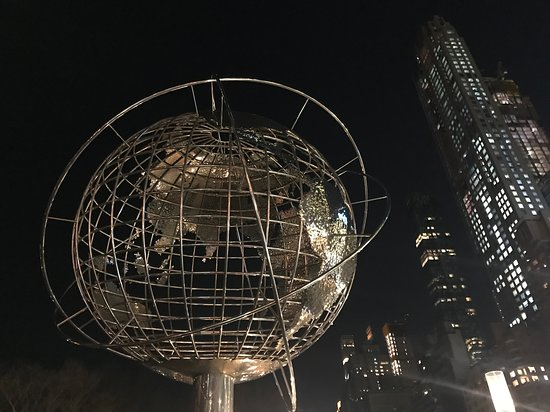 ‪Globe Sculpture at Columbus Circle‬