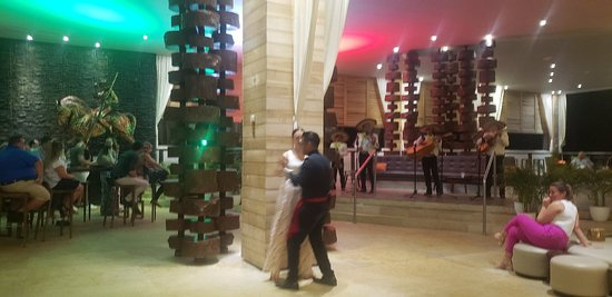 Mariachi, baile....
