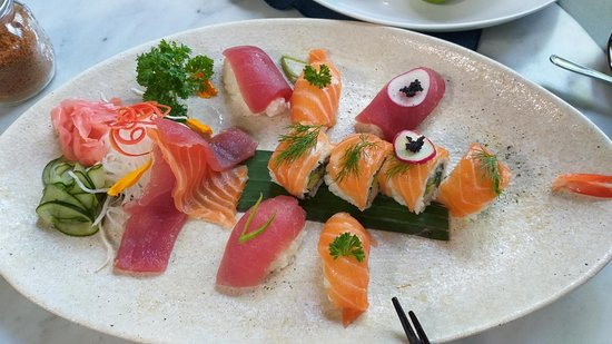 Tetsuo by Nook: Shared sushi plate.