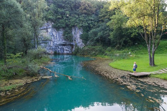 Crnomelj, สโลวีเนีย: The spring of the Krupa River in Bela krajina region. The river springs under a 30m rocky wall not far from Semič.