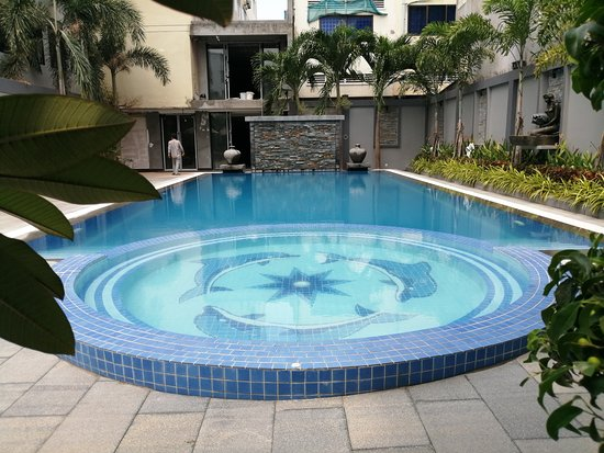 Pool - Picture of Holiday Hotel Battambang - Tripadvisor