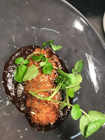 Braised beef croquette, onion & Guinness ketchup