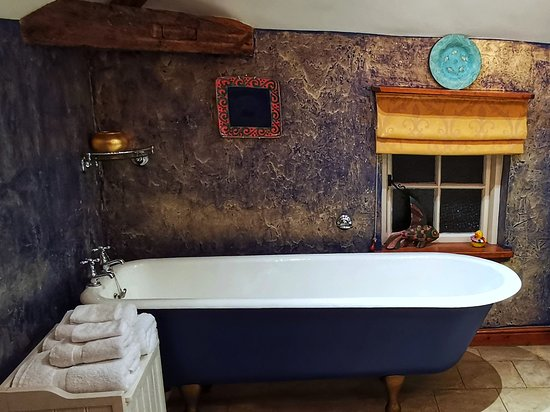 Old Ivy House Bed & Breakfast: Mallory Bathroom