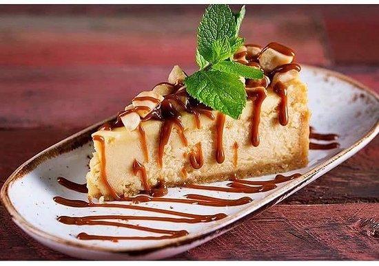 Dulce de Leche Macadamia Cheesecake... heaven on a plate! 😍🍰