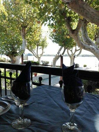 Almuerzo con vista al río