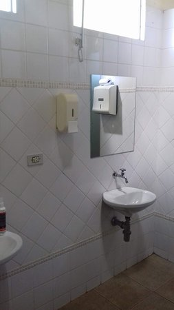 Maua da Serra, PR: Banheiro Feminino