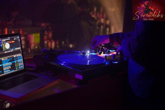 Riga, Letonia: DJ