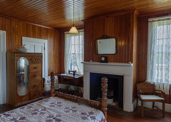 Inside the head keeper's house
