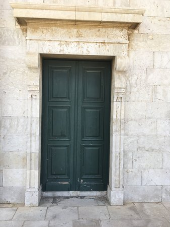 Side door to Saint Georges Church.