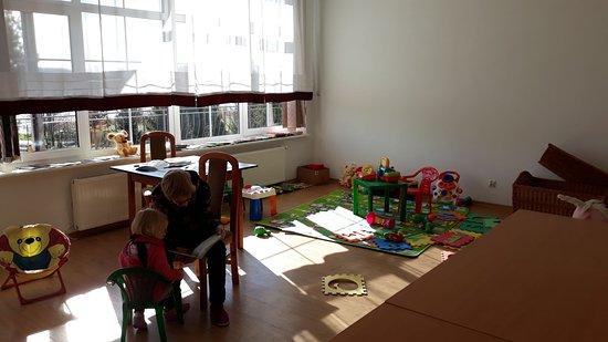 Koczala, Polsko: kącik dla dzieci- ale 2-3 latków, dla starszych piłkarzyki-w pomieszczeniu zimno, i stół ping ppongowy W razie niepogody - tragedia