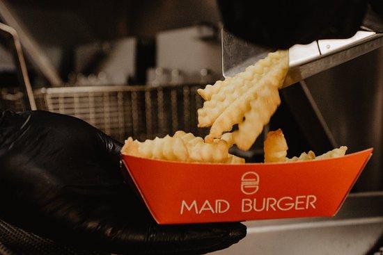 Mad Burger: Batatas fritas crocantes e deliciosas.