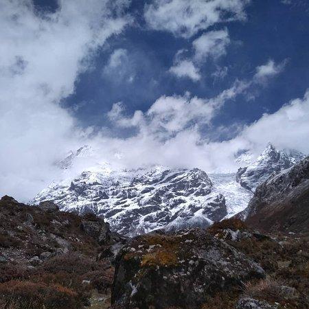 Glacier view from Kyanjin Gompa/ Kyanjin Ri