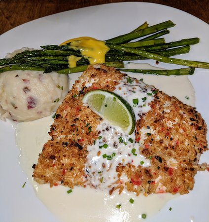 the mad fish.... Macadamia nut-crusted fresh halibut filet served with key lime beurre blanc, mashed potatoes and asparagus. My favorite!